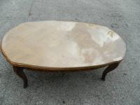 We are selling a very elegant wooden coffee table with