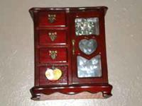 Wooden jewelry box in great condition.  Location: