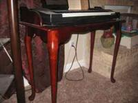 Very nice wooden stand for keyboard/electric organ.