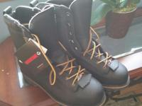 Wolverine (Made in USA) Gor-tex, steel toe, electrical