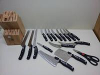new 18 piece  knives set ,is new but with no box .