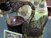 Beautiful wicker-woven bird. Excellent to hold a