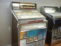 Nice original Wurlitzer 2710 Jukebox. Completely