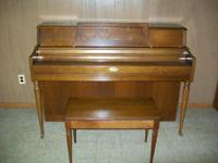 Wurlitzer Console Piano in very good condition Delivery