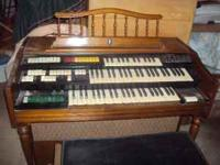 For sale very nice WURLITZER ELECTRIC ORGAN Does come