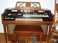 BEAUTIFUL ORGAN IN FANTASTIC CONDITION HAS THE