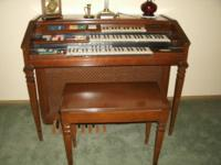 Beautiful Wurlitzer Spinet Organ, Leslie Speakers,