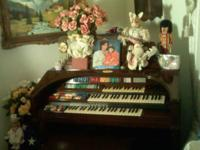 1990's gorgeous Wurlitzer Organ rarely used. Well