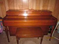 Wurlitzer piano excellent condition. Moving need to