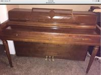 Wurlitzer piano in good condition and beautiful.