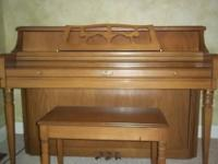 BEAUTIFUL UPRIGHT PIANO BY WURLITZER. MODEL 1740.