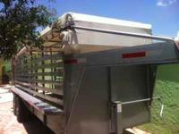 2007 livestock trailer like new gray in color with
