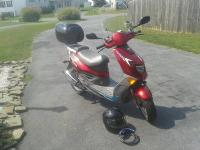 Selling a 2006 xspeed50r scooter. Has 2,8XX miles on
