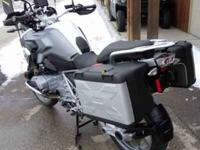 Low suspension, Bags Vario Adj., Bar Risers and back,