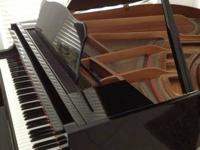 Gorgeous Yahama Little Grand Piano in excellent