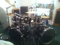 Yahamah Drum set $500 8 pc set with 3 cymbols and a
