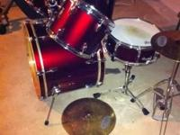 These drums are in great shape...has Tama cymbals and