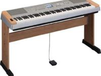 5-star rated keyboard Yamaha Model # DGX640C - natural