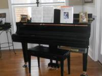 Beautiful Baby Grand Piano FOR SALE. 2007 Rarely Used