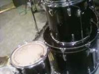 5 piece Yamaha Drum Kit. Hi-hats and few other cymbals.