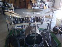 20 in kick drum 14 in snare 10, 12, 14in toms 13in