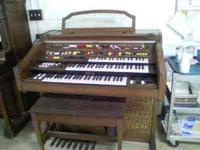 Three level electronic organ. Works and is in good