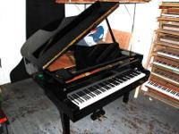 "Yamaha Grand Piano, G2 (5'8"") Ebony. Excellent"