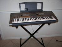 Yamaha key board with very sturdy base in like new