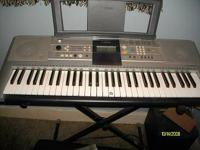 PSR-E323 Yamaha Keyboard. Excellent condition.