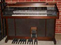 Very good condition Yamaha Organ with 2 tier keyboard,