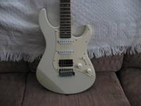 Yamaha Pacifica 112 SSH Strat. Crme/crme pickguard.