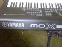 GOOD CONDITION YAMAHA SINTHESIZER MOX8 INCLUDES; GATOR