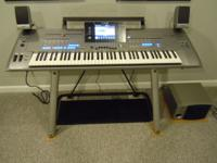 YAMAHA TYROS 5-76 Workstation Arranger with Speakers