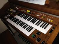 Yamaha Electone Organ, model 305D in really, great