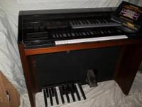 This is a beautiful Yamaha Electone MR-700 Organ. This