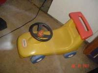 NICE YELLOW LITTLE TIKES BIKE WORKS GREAT HAS ALOT OF