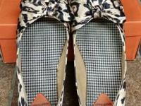 Youth girls cheetah print rocket dog flats. Shoes are a