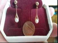 14K Yellow Gold Pearl Earrings. I have never worn these