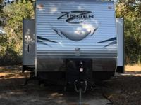 Zinger RV made by Crossroads 26 ft. Travel Trailer with