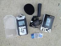 Exceptional, like new condition Zoom Hand Recorder.